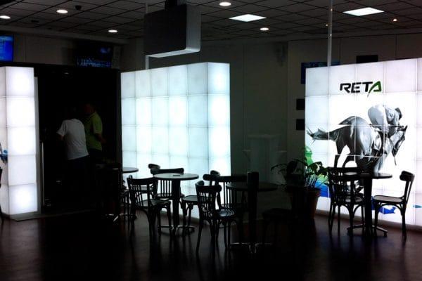 Reta-Display-01