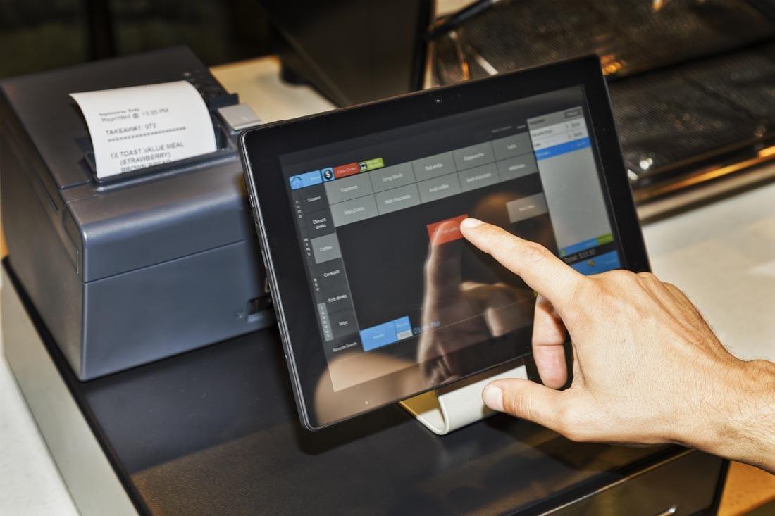 Herramientas del e-commerce para tiendas físicas: CRM y software PoS